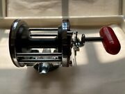 Vintage Penn Jigmaster 500 Reel With Rod Holder Clamp. - Made In The Usa