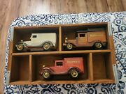 Vintage Editions Anheuser Budweiser Delivery Truck Shadow Box W/trucks.rare