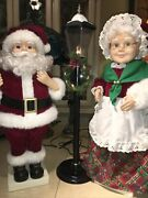 """Santa And Mrs Claus With Lighted Lamp Post """"non Animated"""""""