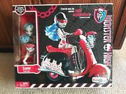 Monster High Ghoulia Yelps Scooter Moped Playset Exclusive Doll Sir Hoots-a-lot