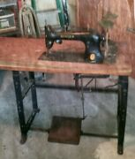 Antique 1930s Singer Sewing Machine With Manuel Book And Leather Cover.
