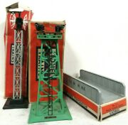 Lot Of Postwar Lionel Accessories 314 Bridge 395 Floodlight And 199 Relay Towers