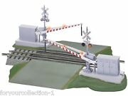 Lionel Fastrack Grade Crossing With Gates And Flashers 6-12062
