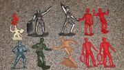 Lot Of Vintage Marx And Other Plastic Toy Soldiers Knights People Figures