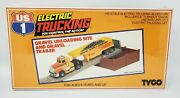 Tyco Us 1 Electric Trucking Gravel Unloading Site W/ Trailer Ho Scale Sealed Nip
