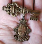 Rare Fabulous Vintage Signed Coro Brass Key Shield Crest Pin Brooch Coat Of Arms