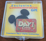 Disney World Exclusive Commemorative Gift Day 1 - 2003 Visa Card Trading Pin