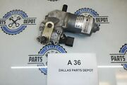 2008 Bmw E70 X5 Front Windshield Wiper Motor Actuator Oem Used 7200535