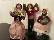 Victorian Carolers Byers Choice Victorian Maroon / Pink