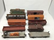 10 Lionel Freight Cabooses 817346436566411641464566457646264646520