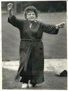 1987 Press Photo Anne Petrocci Practices For Senior Olympics Dress-up Relay