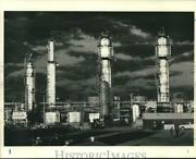 1986 Press Photo Oil Refineries Stand Tall