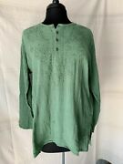 Nwt Geeta Kurta Green Crinkled Embroidered Neckline Accents Side Slits Buttons