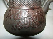 Residence Kurades Made By Ryuseido Old And Irony Glass Of Iron Bottle With Grape