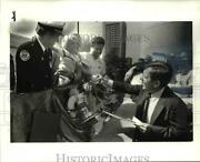 1984 Press Photo Matthew Poole Gets Donation From Mayor George Voinovich