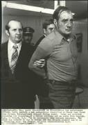 1975 Press Photo Officers Escort United Airlines Jet Hijacker Frank Page Covey