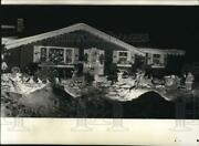 1963 Press Photo Outdoor Santa Claus And Reindeer Christmas Decoration - Spa40450