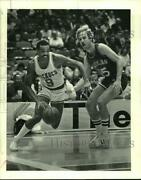 1984 Press Photo Lionel Hollins At Work For The Houston Rockets - Hcx07224