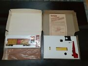 Tyco Ho Set Of 2 Cattle Car And Depot Set 935 + Crane Loader 900 New Open Boxes.