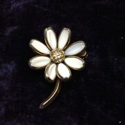 Vintage Crown Trifari Daisy Brooch Poured Milk Glass Costume Jewelry 1950and039s