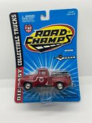 Road Champs Die Cast Collectible Trucks 1956 Ford F-100 Texaco With Barrels New