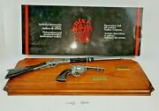 Denix Miniature Replica 1866 Winchester Rifle Colt Peacemaker 2100g Wall Plaque