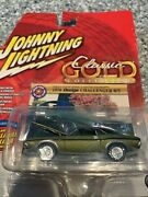 Johnny Lightning Classic Gold Collection 1970 Dodge Challenger R/t Un Opened