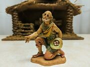 1983 Fontanini Nativity Villager Ezra 344 With Eggs In Hat 3 1/2 Inches Tall