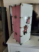 Cass Toys Doll Case Trunk Wardrobe - Vintage 1950s - Metal - Pink/white - Bears