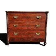 A Victorian Chest Of Drawers - Dresser - Commode