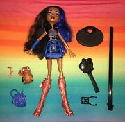Monster High Doll----1st Wave Robecca Steam And Pet Penguin 244