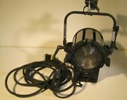 Altman 7 Fresnel Location Lighting Kit 2x2000l-sm W/ Accessories And Road Case