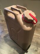 New Scepter Desert Sand Tan Military Gas Can With New Spout Mfc 5 Gallon 20 L