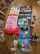 Lot Smalls Marvin The Martian Looney Tunes Collector Pen, Stickers , Keychains