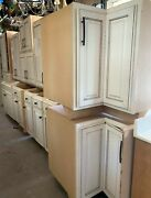18 Piece Antique White Kitchen Cabinet Set W/ 13 Base And 5 Uppers Pre - Owned