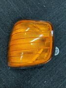 Oem Mercedes W126 Chassis European Driver Side Front Turn Signal Lamp 0008209021