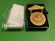 U.s.international Distinguished Shooter Rifle-pistol Badge Gold 2 1/2and039and039x1 1/2and039and039