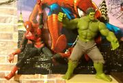 Set Of 2 Hot Toys Figurines Hulk And The Amazing Spider Man