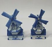 Lots Of 2 Lovely Pair Of Salt And Pepper Shakers Windmill Design Blue Delft