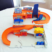 Mattel Hot Wheels 2015 Stow And Go Folding Race Track Service Station Dmw90