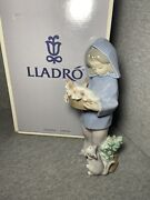 Lladro 6102 Mothers Little Helperw/ Original Box, Girl, Cats, Collectible
