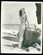 Vintage 1940and039s Hollywood Actress Esther Williams Signed 8x10 Studio Photo