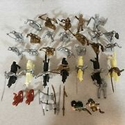 Vintage Plastic 31 Medieval Toy Soldiers 7 Horses Plus Tools Gold Silver Soldier