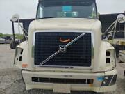 Used 2011 Volvo Vnl Convential - New Generation Truck Hood Off White P3026
