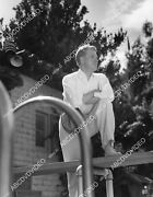 8b11-755 Nelson Eddy At Home Checking Out His Swimming Pool 8b11-755