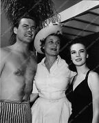 1902-26 Candid Shirtless Robert Wagner Natalie Wood A Day At The Pool 1902-26 19