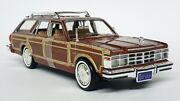 Motormax 1/24 1979 Chrysler Lebaron Town And Country Light Brown Model Car