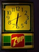 Vintage 7-up Advertising Clock Medallion 12 Keeps Time Very Well - Lights Up