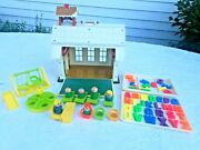 Vintage Fisher Price School House Little People Play Family 923 1971