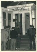 1988 Press Photo Syracuse Police Officers At Apartment Of Alexander Ruggireo